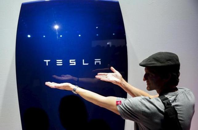 Tesla venderá paneles solares y muros de energía